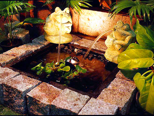 Model Polystone Frog 200mm Water Feature Pond